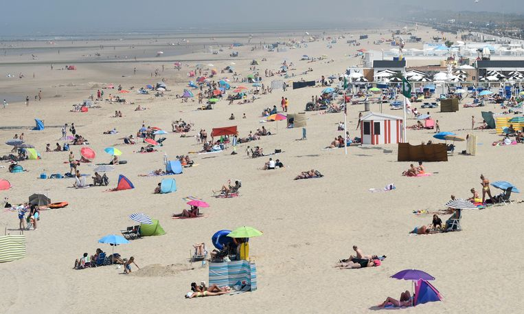Hitte in Middelkerke in augustus vorig jaar. 2020 was in Europa het warmste jaar ooit gemeten. Beeld Photo News