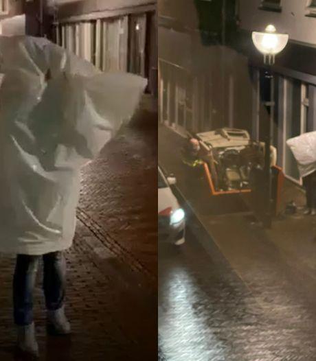 Mariska (41) uit Oldenzaal wil avondklok omzeilen in vuilniszak, agent weet niet wat hij ziet: 'Enorm gelachen'