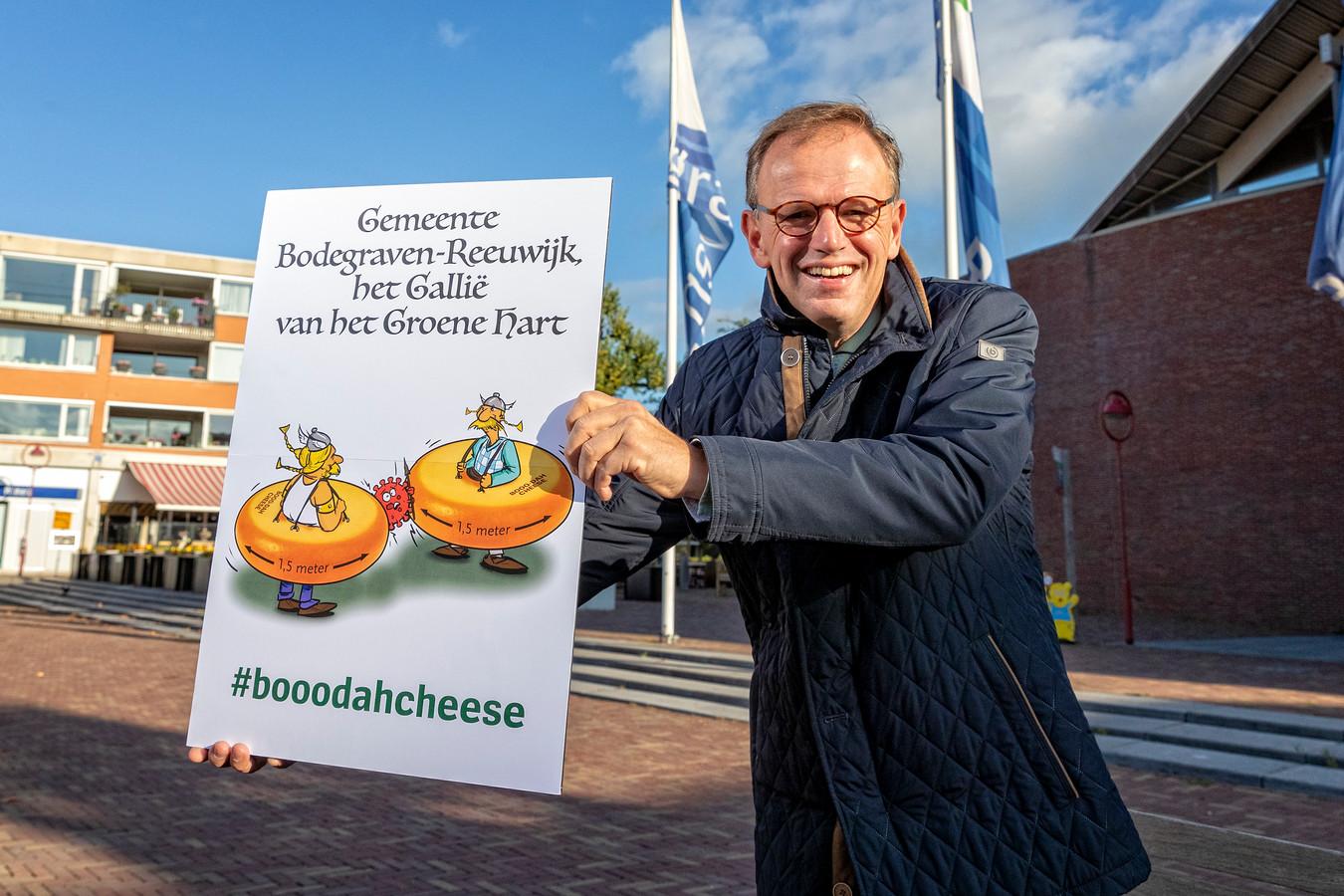 Burgemeester Cristian van der Kamp van Bodegraven-Reeuwijk presenteer de anti-corona actie #booodahcheese.
