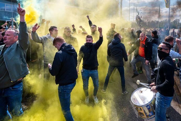 Uitgelaten stemming bij de Vitesse-fans.
