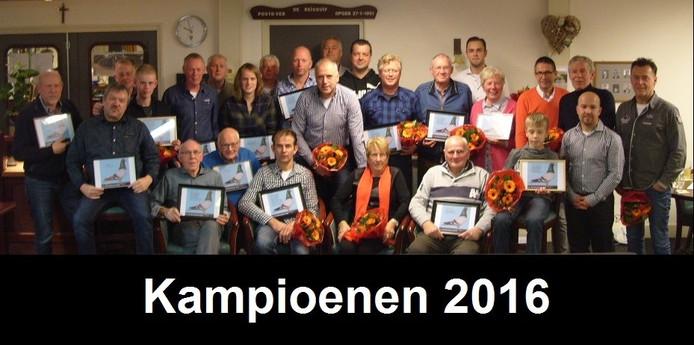 De kampioenen van het seizoen 2016 bij De Grensstreek.