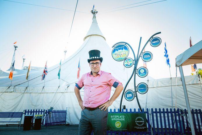 Archiefbeeld ter illustratie: Wethouder Richard de Mos op bezoek bij Cirque du Soleil in Zwitserland. Het circus komt voor de komende 10 jaar naar het Malieveld in Den Haag.