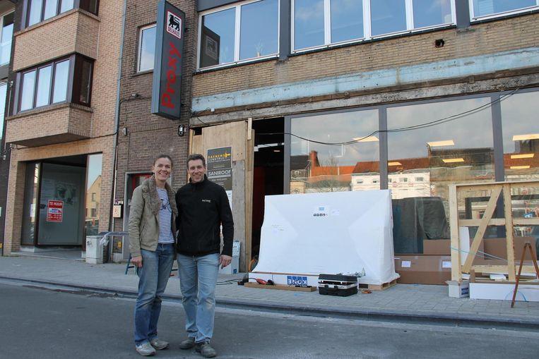 Valerie en Steven baten vanaf vandaag de Proxy Delhaize op de Grote Markt uit.