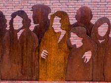 Gezichten bij de silhouetten van 22 Joodse Gennepenaren