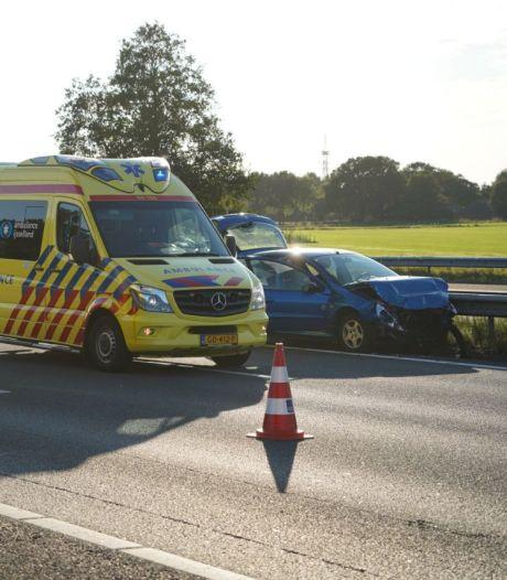 Stilgevallen auto veroorzaakt extra vertraging na driezijdig ongeval A28 bij Zwolle
