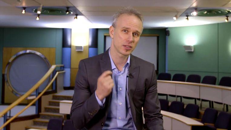 David De Cremer is een Vlaamse professor management aan Cambridge. Grote bedrijven als AB InBev en Apple betalen voor zijn advies. Beeld Youtube