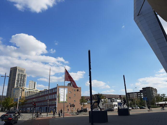 Het Emmasingelkwadrant met de Ventoseflat in Eindhoven, gezien vanaf het Philips Stadion aan de Vonderweg.