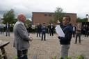 In juli werden door familieleden, buurtbewoners en andere betrokkenen 8500 handtekeningen overhandigd aan Bert Bosman, manager wonen van de Alliantie.