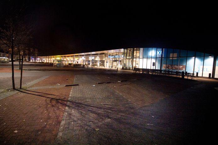 De parkeerplaats van de  AH XL in Enschede is ook leeg.