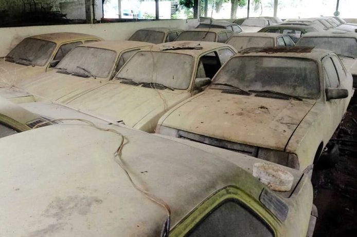 De taxi's in een Braziliaanse schuur.