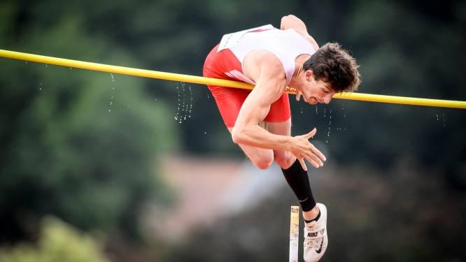 Thomas Van Nuffelen was de regen te snel af en klimt naar 5,10m met de polsstok