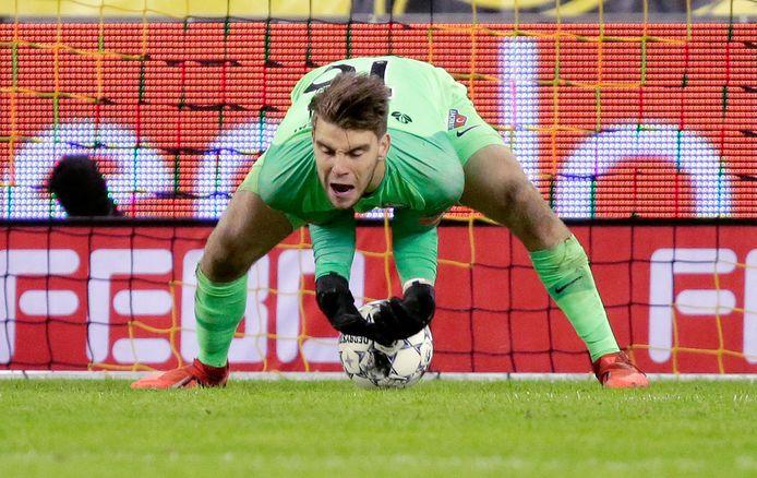 Maarten Paes blundert tegen Vitesse