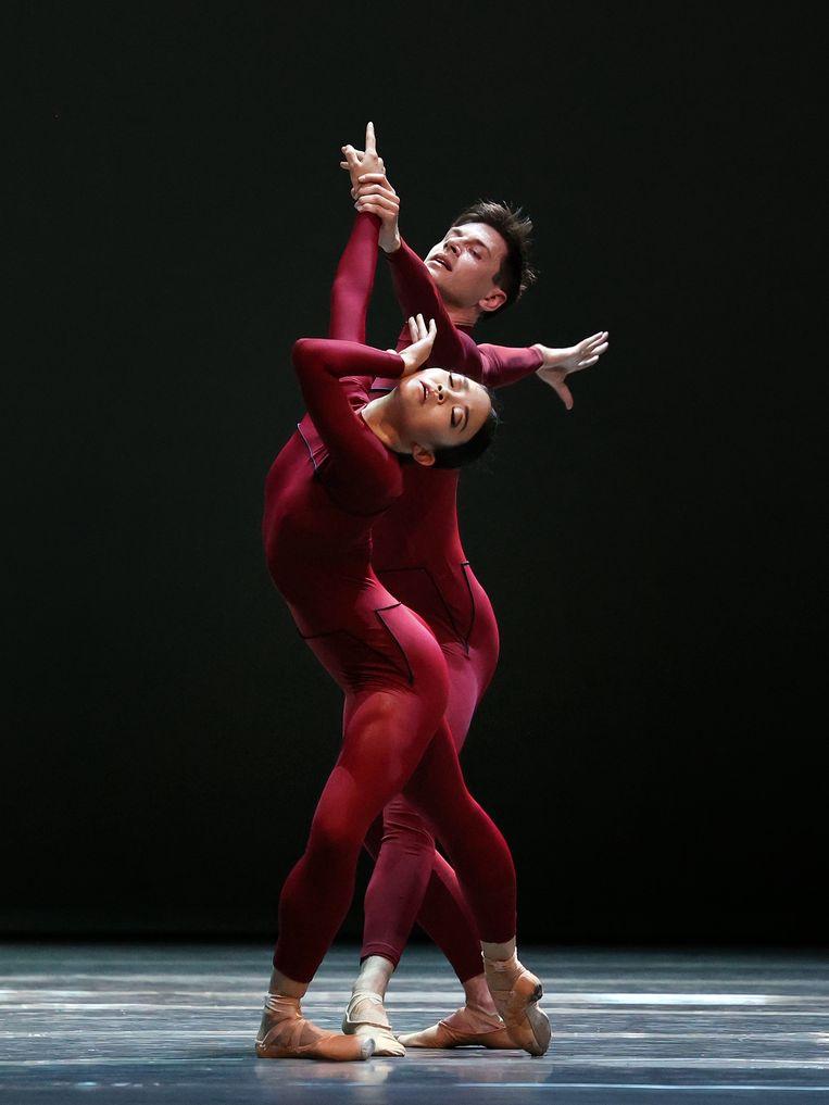 Edo Wijnen en Riho Sakamoto in Four Seasons door Het Nationale Ballet en Het Balletorkest; choreografie: David Dawson. Beeld Hans Gerritsen