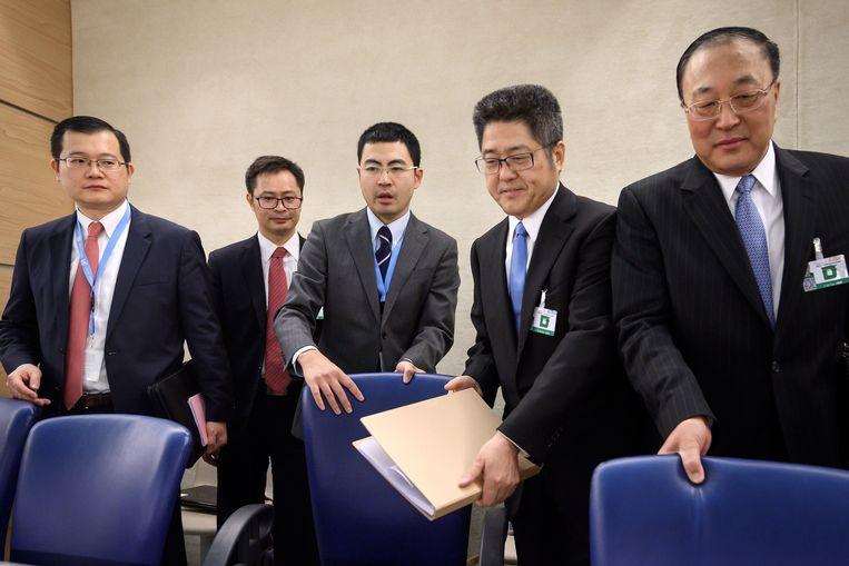 Le Yucheng met zijn delegatie in Genève.   Beeld AFP
