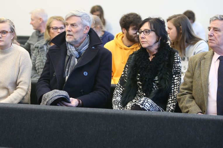 De ouders van Julie Roelens op de rechtbank in Gent.
