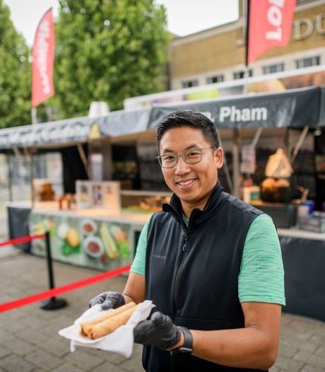 Noah Pham gelukkig met hoekje op de Hengelose markt: 'Die markt gaf mij en mijn ouders alles'