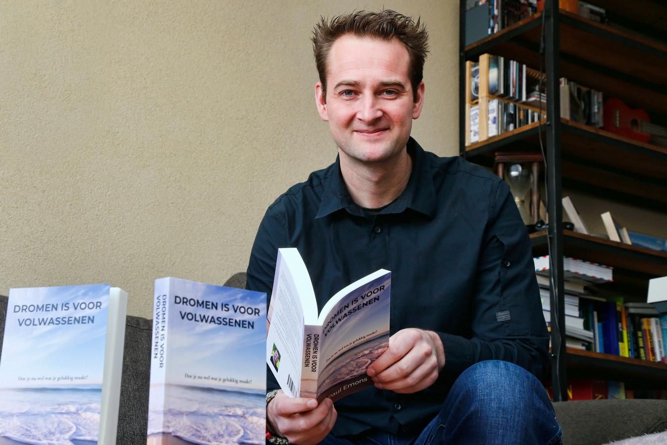 """Paul Emons lanceerde begin deze maand zijn boek. ,,Probeer out of the box te denken."""""""