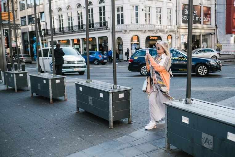 Deze zogenaamde breugelbakken moeten de Meir in Antwerpen beschermen tegen aanslagen zoals die op de Ramblas. Beeld Wouter Van Vooren