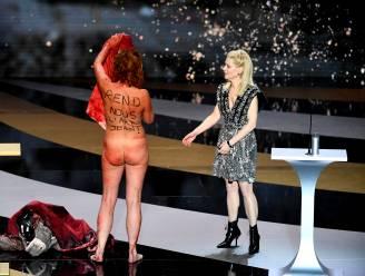 Franse actrice gaat naakt op het podium van de Césars, uit protest tegen de coronamaatregelen