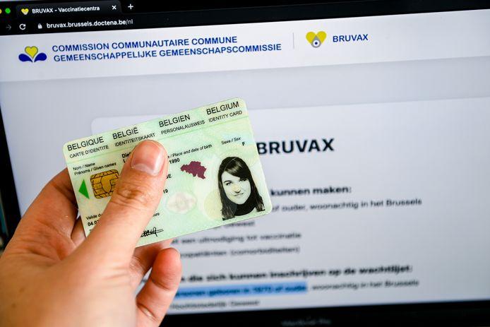 Sur Bruvax, les procédures sont simplifiées et reposent sur le numéro de registre national et le code postal. Une fois les formalités remplies, le citoyen peut choisir son centre de vaccination.