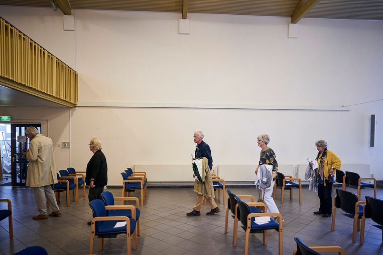 In de Remonstrantse kerk in Den Haag komt zondag voor het eerst een groepje kerkgangers samen. Beeld Phil Nijhuis
