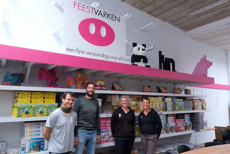Koen Hendrickx (midden) samen met Lies, Tinne en Gert van Monnikenheide.