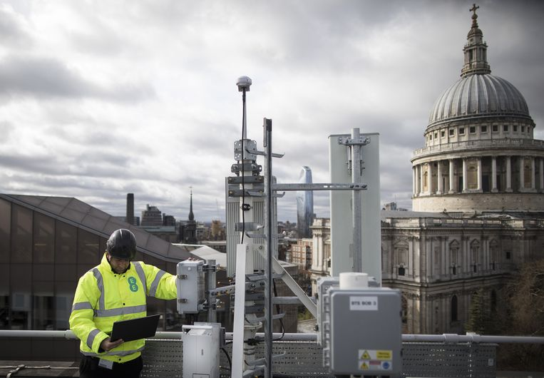 Een 5G-mast van Huawei in Londen. Beeld Bloomberg via Getty Images