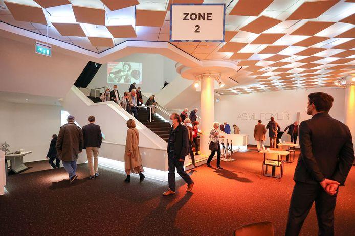 Bezoekers na afloop van een concert in het Muziekgebouw Eindhoven