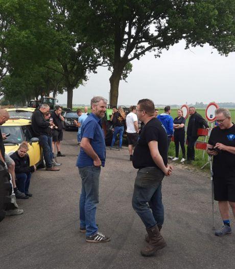 Farmers Defence Force met tientallen trekkers op kruisingen rond bedrijf Nederweert: 'Wake is dansen op iemands graf'
