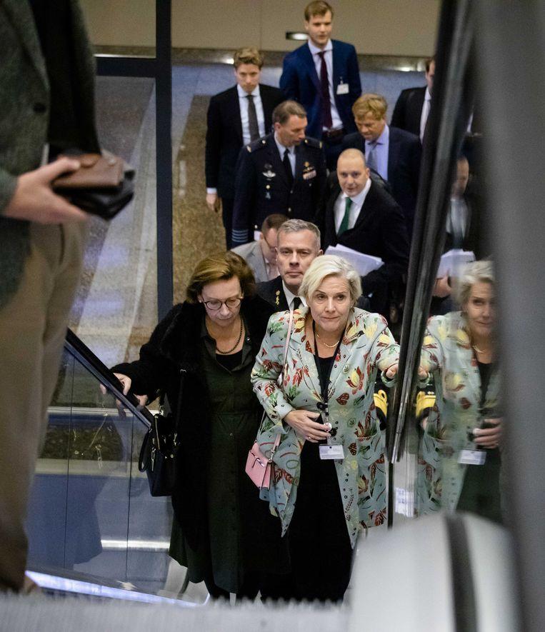 Minister Ank Bijleveld (Defensie) voorafgaand aan een debat in de Tweede Kamer over het Nederlandse bombardement in Irak.  Beeld ANP