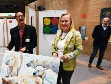 Gedoneerde kunst lokt volop nieuwsgierigen naar de Wetering: al 27 werken verkocht