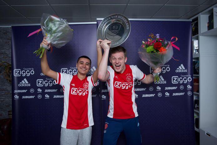 Tjardo Paliama (links) en Dani Hagebeuk wonnen in de finale van de eDivisie met 2-0 van Vitesse. Hiermee wonnen ze 25.000 euro en de landstitel.