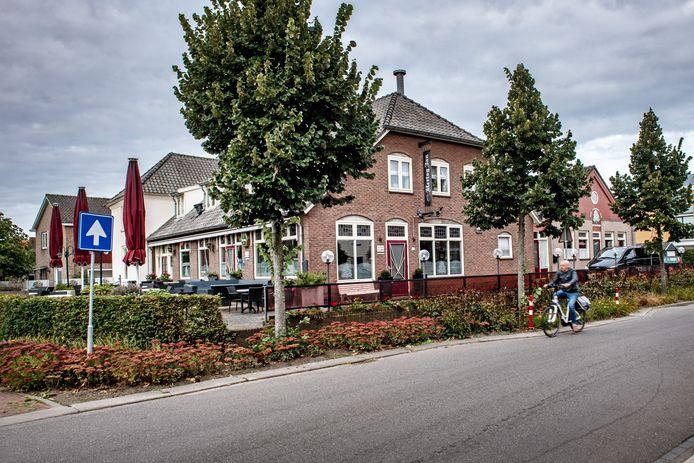 Het huidige pand van De Kastanje. Tot eind 2022 zal het nog in dienst zijn als café, restaurant en (feest)zaal. Daarna moeten er woningen komen.