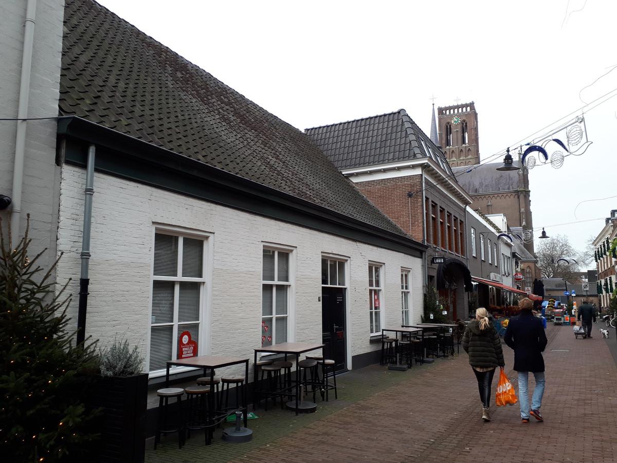 Dit pand in de Peperstraat staat bekend als oudste gebouw van het Osse centrum. Het zit ingeklemd tussen burgerbar Ome Toon en bistro Louis.