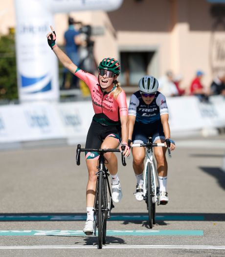 Demi Vollering zegeviert in Ronde van Emilië