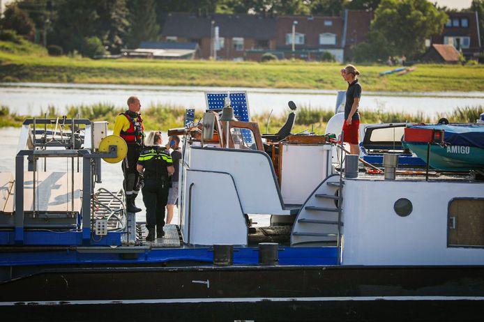 De stuurhut is afgebroken en later geborgen door Rijkswaterstaat.