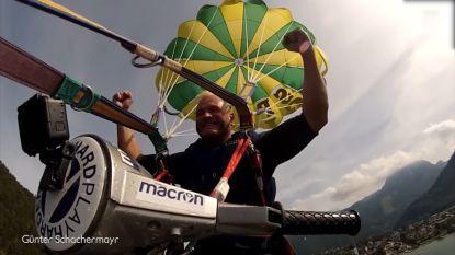 Wow! Deze man doet aan kitesurfen op een Vespa
