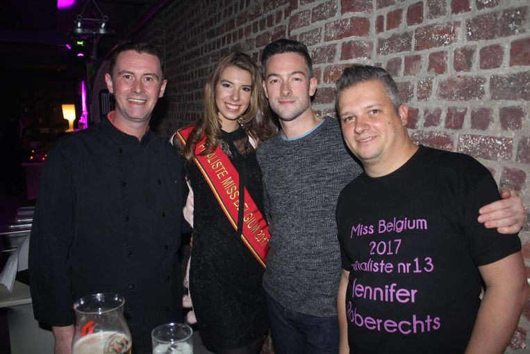 Jennifer met papa Yves, dj Kevin Major en Rik van het campagneteam.