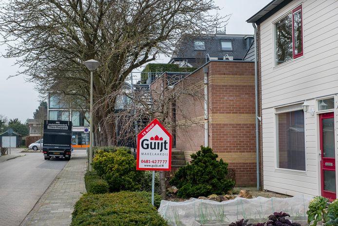 De gekte op de woningmarkt heeft ook Millingen aan de Rijn bereikt. Een 'te koop-bord' in een voortuin is een zeldzaamheid geworden. Er is nauwelijks nog aanbod van huizen in het polderdorp.