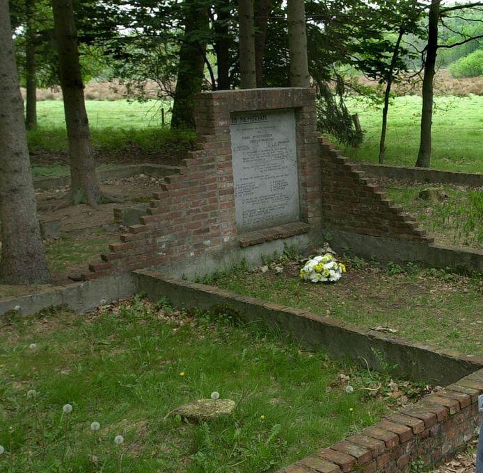 Monument Vloeiweide op de fundamenten van de woning van de familie Neefs.