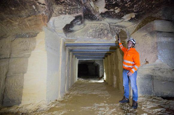 Grottendeskundige Mike Lahaye in de ondergrondse mergelgroeve.