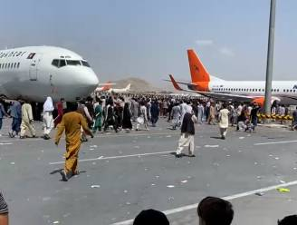 """Belg getuigt over chaos op luchthaven Kaboel: """"Ons leven is echt in gevaar"""""""