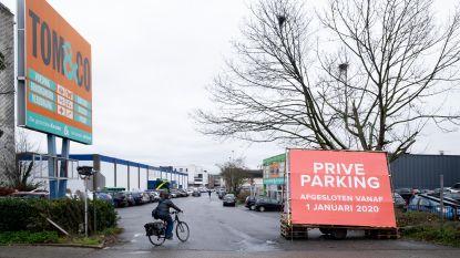 """Eigenaar maakt einde aan ongelimiteerd parkeren op Carrefoursite: """"Het wordt een zootje ongeregeld"""""""