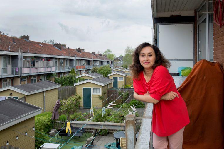 Fatemeh Bahoor: 'Sinds 2018 heb ik vijftig keer gesolliciteerd. Dit voorjaar kreeg ik eindelijk een medische baan.' Beeld Maartje Geels