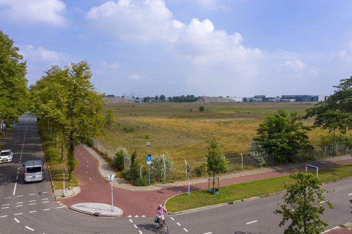 Het voormalige Philipsterrein op Majoppeveld, waar megadistributiecentrum Campus A58 moet komen. Er is begonnen met de bouw, maar omwonenden proberen die via de rechter stil te laten leggen.