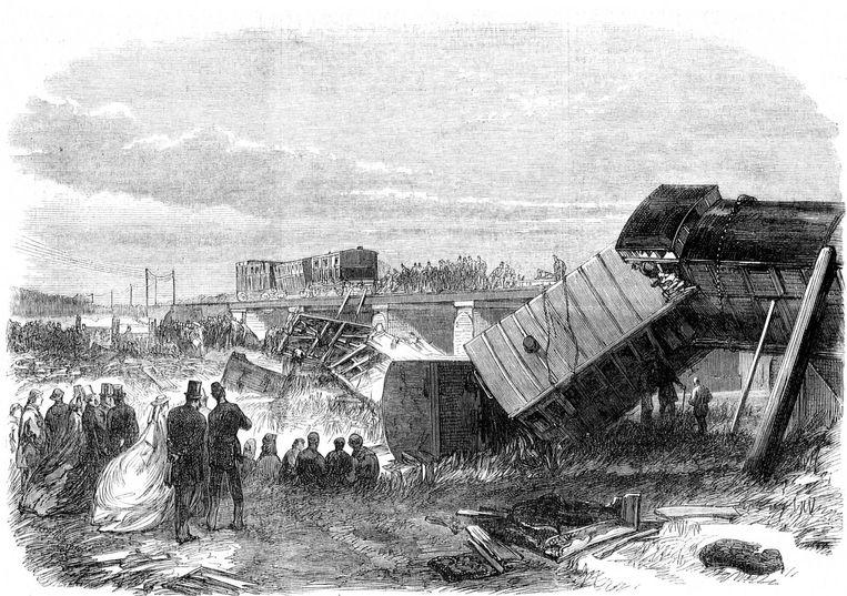 De bewuste treincrash in 1865, Dickens ging zelf terug dit wrak in om zijn manuscript te redden dat er nog in lag Beeld Wikimedia Commons
