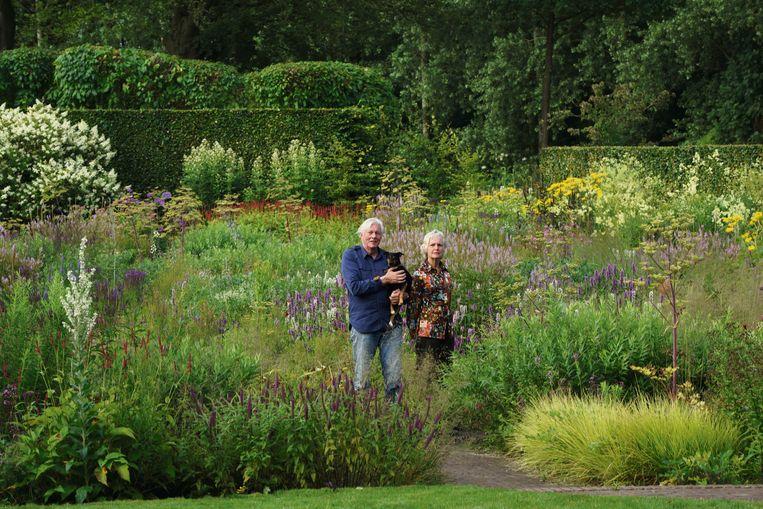 Piet en Anja Oudolf. Foto uit het boek 'Oudolf Hummelo'. Beeld