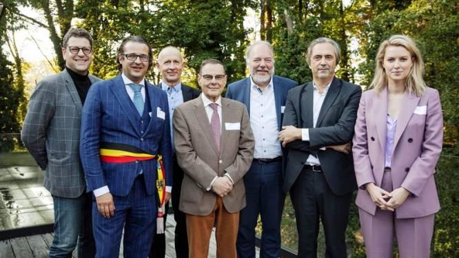 """Vernieuwd bedrijventerrein Terbekehof aan A12 geopend met warmtenet: """"Hiermee halen we Antwerpen uit het tijdperk van de fossiele brandstoffen"""""""