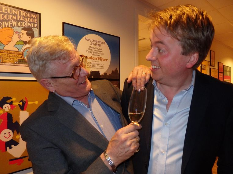 Evert de Vries (l), oprichter en scheidend directeur van het AKF, en zijn opvolger Daniël van Veen Beeld Schuim