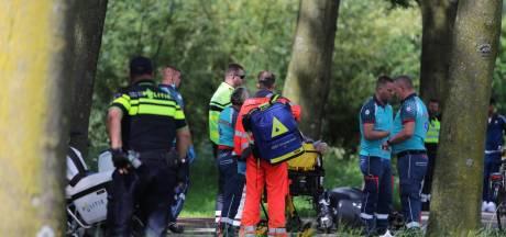Aanrijding met scooter en fietser op Zoetermeerse Broekwegkade, scooterrijder naar ziekenhuis vervoerd